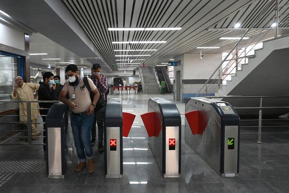 Dân Pakistan lần đầu được đi metro do Trung Quốc xây dựng - Ảnh 3.
