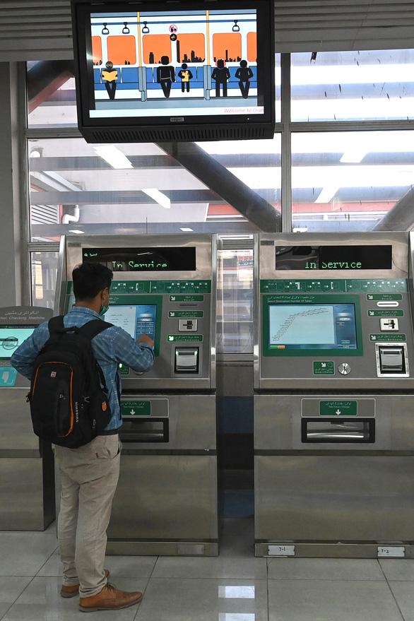 Dân Pakistan lần đầu được đi metro do Trung Quốc xây dựng - Ảnh 6.