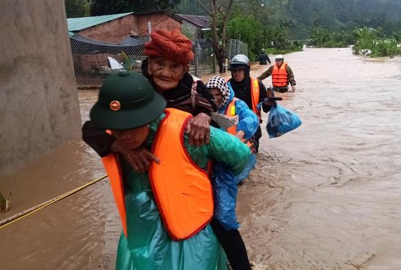 Bắc Tây Nguyên: Lũ rút, mưa ngớt, giao thông nối lại - Ảnh 1.
