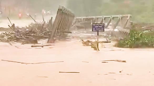 Hoàn lưu bão số 9 gây mưa lớn, lũ ở miền Trung và Tây Nguyên lên nhanh - Ảnh 1.