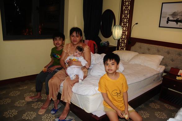 Dân Hội An vào trú bão trong… villa, resort: Cứ ở thoải mái, bão tan biển yên hẵng về - Ảnh 4.