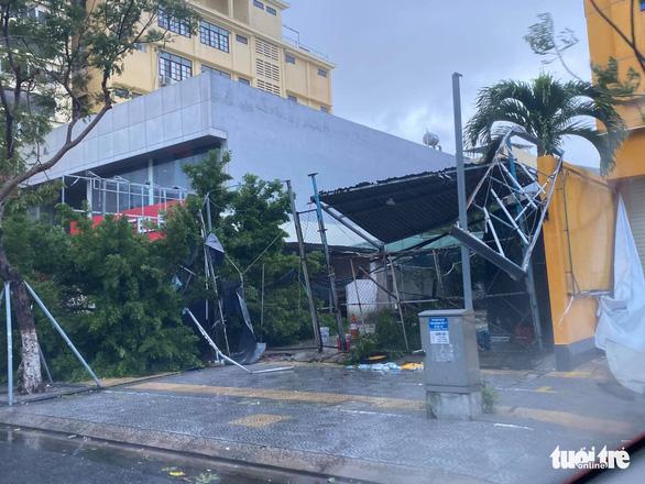 Chùm ảnh bão số 9 và hoàn lưu bão quần thảo ở Đà Nẵng - Ảnh 5.