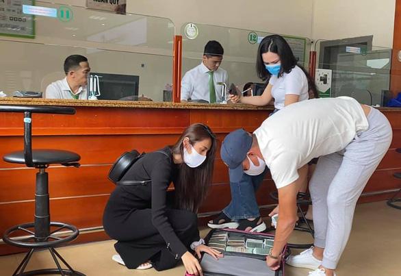 Thủy Tiên làm chủ sức khỏe, quay trở lại cứu trợ miền Trung - Ảnh 2.