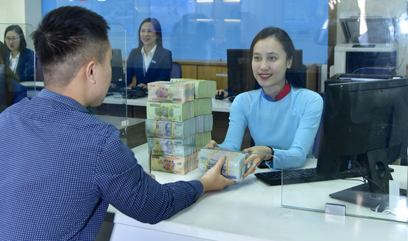 Lãi suất điều hành của Việt Nam giảm sâu so với nhiều nước - Ảnh 1.