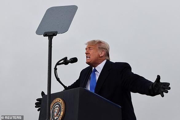 Ông Trump lại công kích cơ chế bầu cử, ông Biden kêu gọi đoàn kết - Ảnh 1.