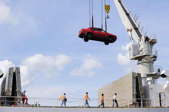 Nước giàu xuất xe hơi cũ và bẩn sang châu Phi, gây ô nhiễm thêm - Ảnh 1.