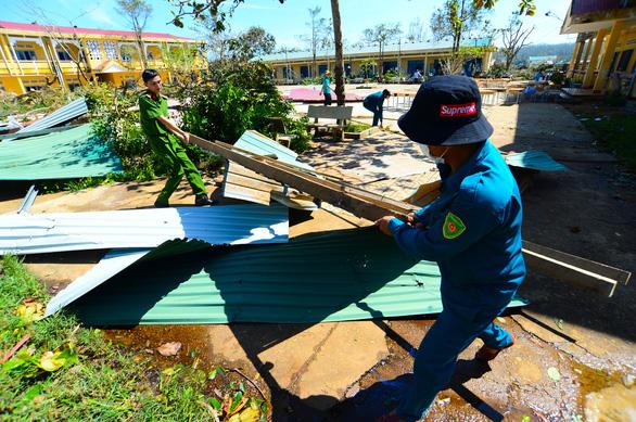 Tan hoang những ngôi trường ở tâm bão Quảng Ngãi - Ảnh 14.