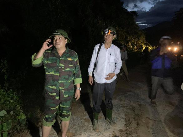 Vụ lở núi ở Phước Sơn: Đã tìm thấy 5 thi thể, bộ đội tạm dừng đến hiện trường - Ảnh 2.