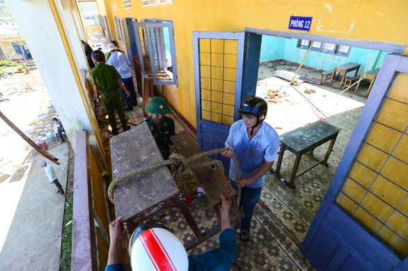 Tan hoang những ngôi trường ở tâm bão Quảng Ngãi - Ảnh 13.