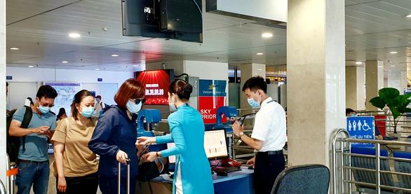 Hủy bay đến Chu Lai, lùi giờ khai thác hàng loạt chuyến bay ở Vinh - Ảnh 1.