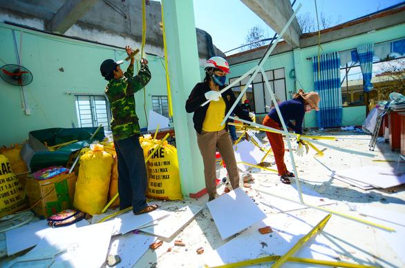 Tan hoang những ngôi trường ở tâm bão Quảng Ngãi - Ảnh 7.