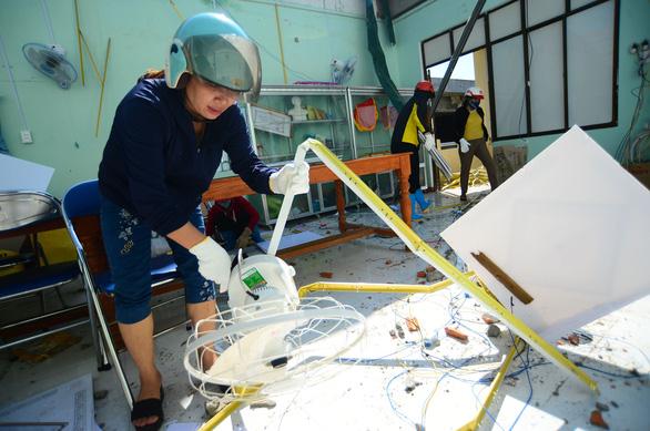 Tan hoang những ngôi trường ở tâm bão Quảng Ngãi - Ảnh 1.
