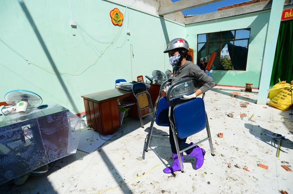 Tan hoang những ngôi trường ở tâm bão Quảng Ngãi - Ảnh 8.