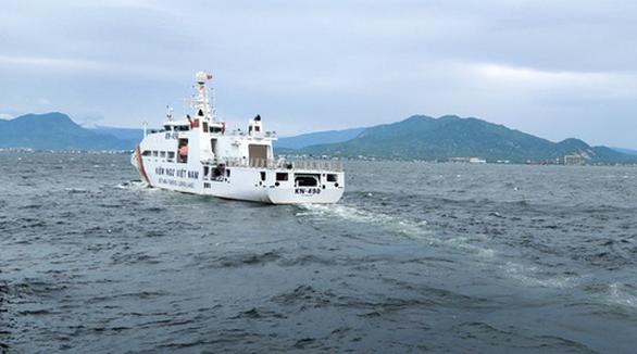 Tàu kiểm ngư đã đến vị trí 2 tàu cá Bình Định bị nạn trên biển - Ảnh 1.