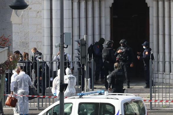 Thêm một vụ tấn công chặt đầu công khai ở Pháp - Ảnh 1.