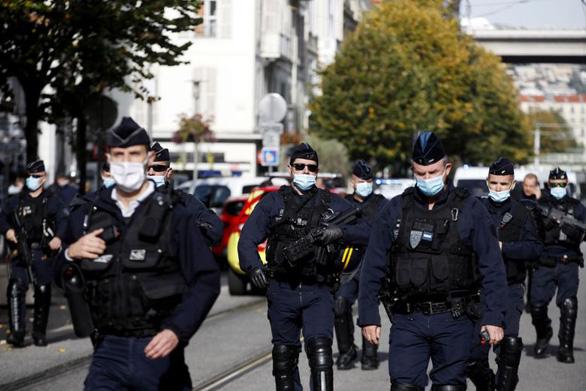 Thêm một vụ tấn công chặt đầu công khai ở Pháp - Ảnh 3.