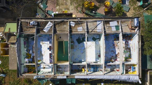 Tan hoang những ngôi trường ở tâm bão Quảng Ngãi - Ảnh 2.