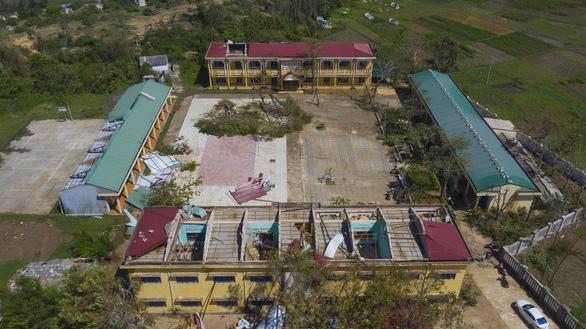 Tan hoang những ngôi trường ở tâm bão Quảng Ngãi - Ảnh 17.