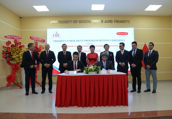 Dai-ichi Life Việt Nam và UEF ký kết hợp tác chương trình Quyền ưu tiên tuyển sinh - Ảnh 1.