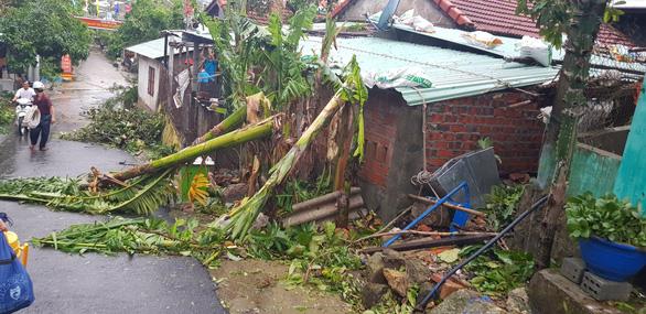 Đảo Cù Lao Chàm như bị xé vụn sau bão số 9 - Ảnh 10.