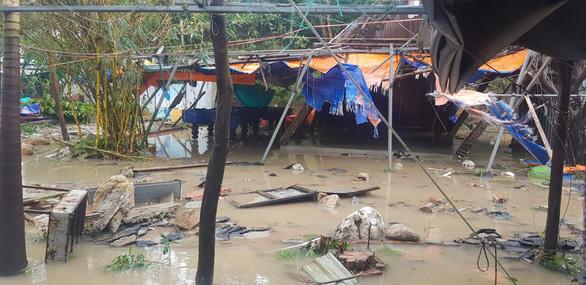 Đảo Cù Lao Chàm như bị xé vụn sau bão số 9 - Ảnh 5.