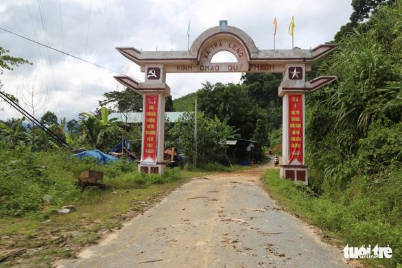 Đường vẫn chưa thông, xe chưa thể vào xã Trà Leng ứng cứu - Ảnh 3.