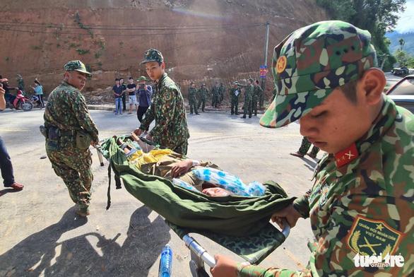 NÓNG: Những hình ảnh đầu tiên của nạn nhân vụ sạt lở ở Trà Leng - Ảnh 3.