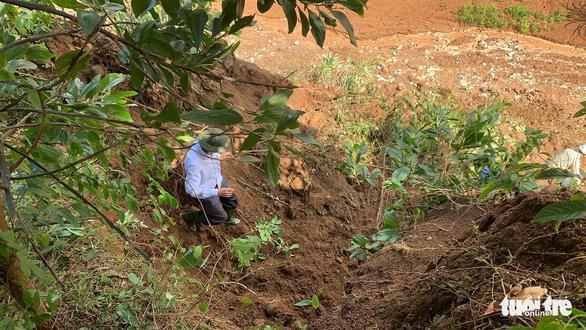 Vụ lở núi ở Phước Sơn: Đã tìm thấy 5 thi thể, bộ đội tạm dừng đến hiện trường - Ảnh 15.