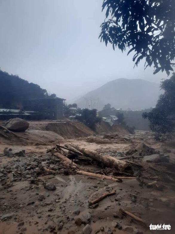 Vụ lở núi ở Phước Sơn: Đã tìm thấy 5 thi thể, bộ đội tạm dừng đến hiện trường - Ảnh 20.