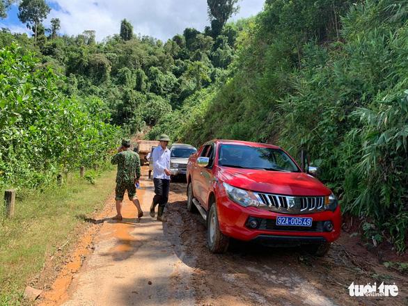 Vụ lở núi ở Phước Sơn: Đã tìm thấy 5 thi thể, bộ đội tạm dừng đến hiện trường - Ảnh 13.