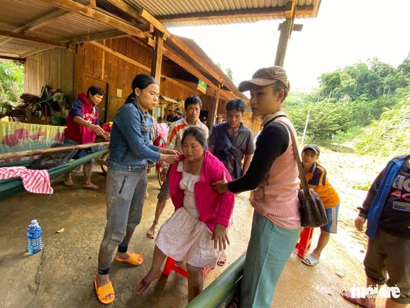 NÓNG: Những hình ảnh đầu tiên của nạn nhân vụ sạt lở ở Trà Leng - Ảnh 10.