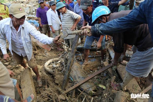 Đường vẫn chưa thông, xe chưa thể vào xã Trà Leng ứng cứu - Ảnh 9.