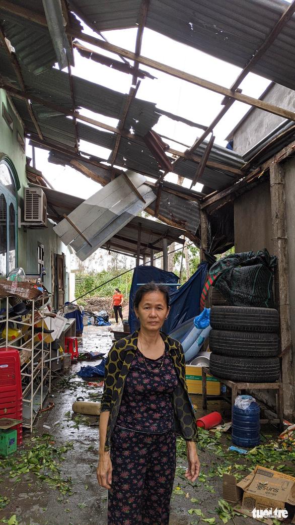 Quảng Ngãi tan hoang, xóm làng xơ xác sau bão số 9 - Ảnh 4.