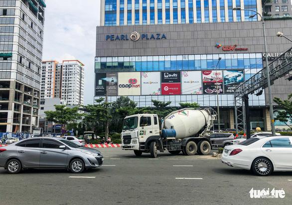 Cấm xe qua cầu vượt Nguyễn Hữu Cảnh 6 tháng để sửa đường - Ảnh 8.