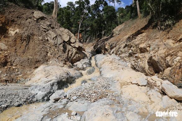Giãn, xóa nợ cho người dân và doanh nghiệp bị thiệt hại do mưa lũ và bão số 9 - Ảnh 2.