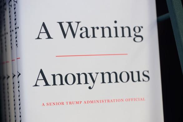 Cựu quan chức Mỹ thừa nhận là người ẩn danh chỉ trích ông Trump - Ảnh 2.