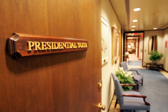 Bệnh viện điều trị cho Tổng thống Trump VIP ra sao? - Ảnh 3.