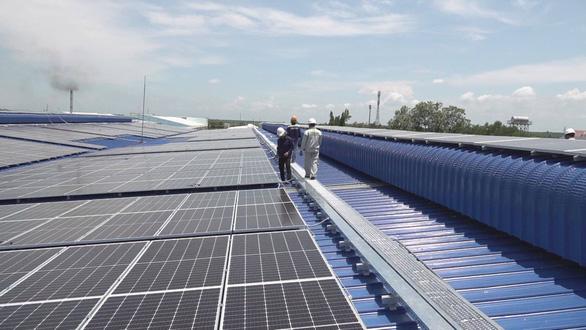 Phát triển điện mặt trời mái nhà: Người dân được lợi gì? - Ảnh 1.