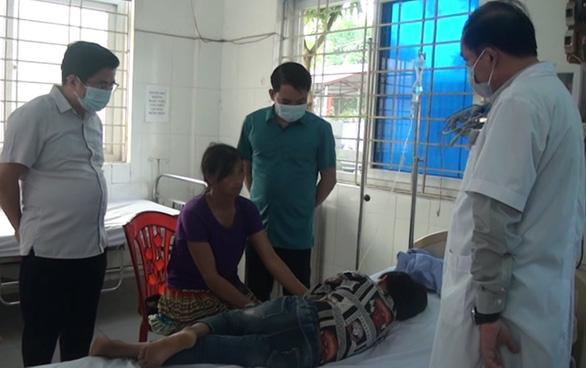 Gần 60 học sinh nhập viện sau bữa ăn trưa - Ảnh 1.