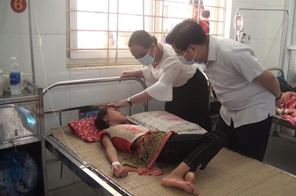 Gần 60 học sinh nhập viện sau bữa ăn trưa - Ảnh 2.