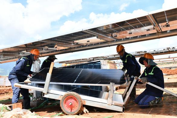 Chuẩn bị thí điểm mua điện mặt trời giá thấp - Ảnh 1.