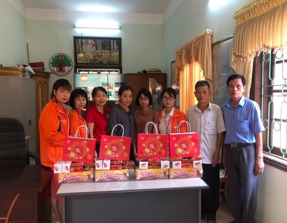Mondelez Kinh Đô trao tặng 1.300 phần quà cho trẻ em nghèo vui Tết Trung thu - Ảnh 1.