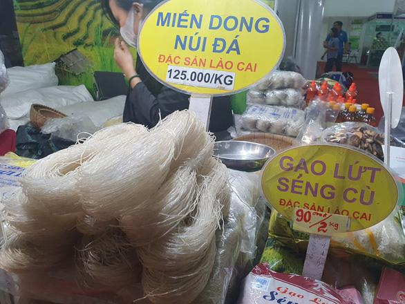Dược liệu rõ nguồn gốc được ưa chuộng tại hội chợ nông sản - Ảnh 4.