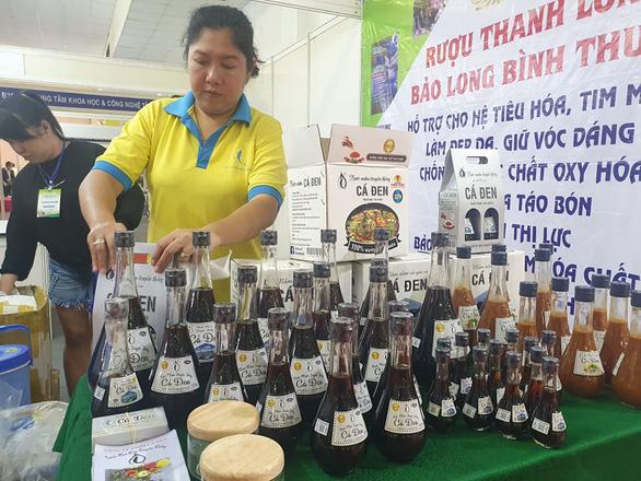 Dược liệu rõ nguồn gốc được ưa chuộng tại hội chợ nông sản - Ảnh 2.
