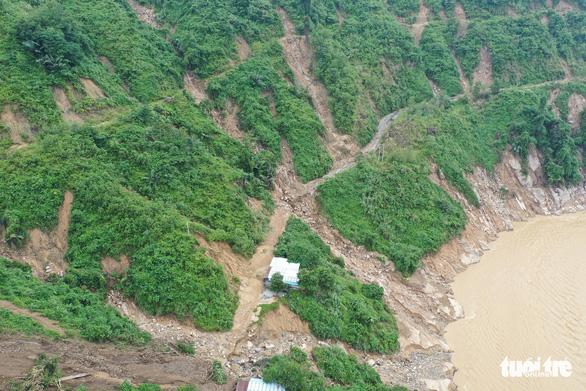 Quảng Nam xin tiếp tế lương thực bằng đường hàng không cho 2 xã - Ảnh 1.