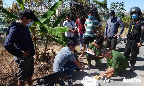 Phá vụ vận chuyển 51kg nghi vàng lậu chuyển từ Campuchia sang - Ảnh 2.