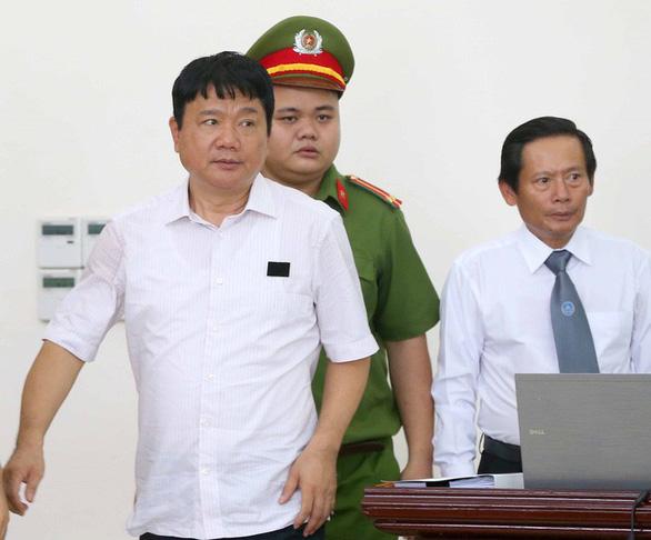 Chuyển hồ sơ sang TAND TP.HCM để xét xử ông Đinh La Thăng - Ảnh 1.