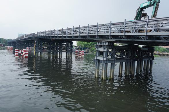 Cầu sắt tạm An Phú Đông lùi ngày hoàn thành tới tháng 12-2020 - Ảnh 1.