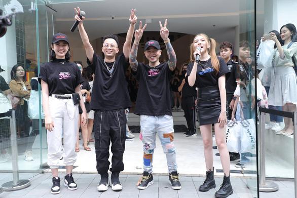 Sao Việt háo hức với thời trang hip hop, ai sẽ là quán quân Rap Việt?