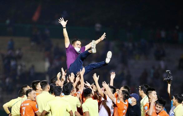 Bình Định đoạt vé thăng hạng V-League - Ảnh 4.